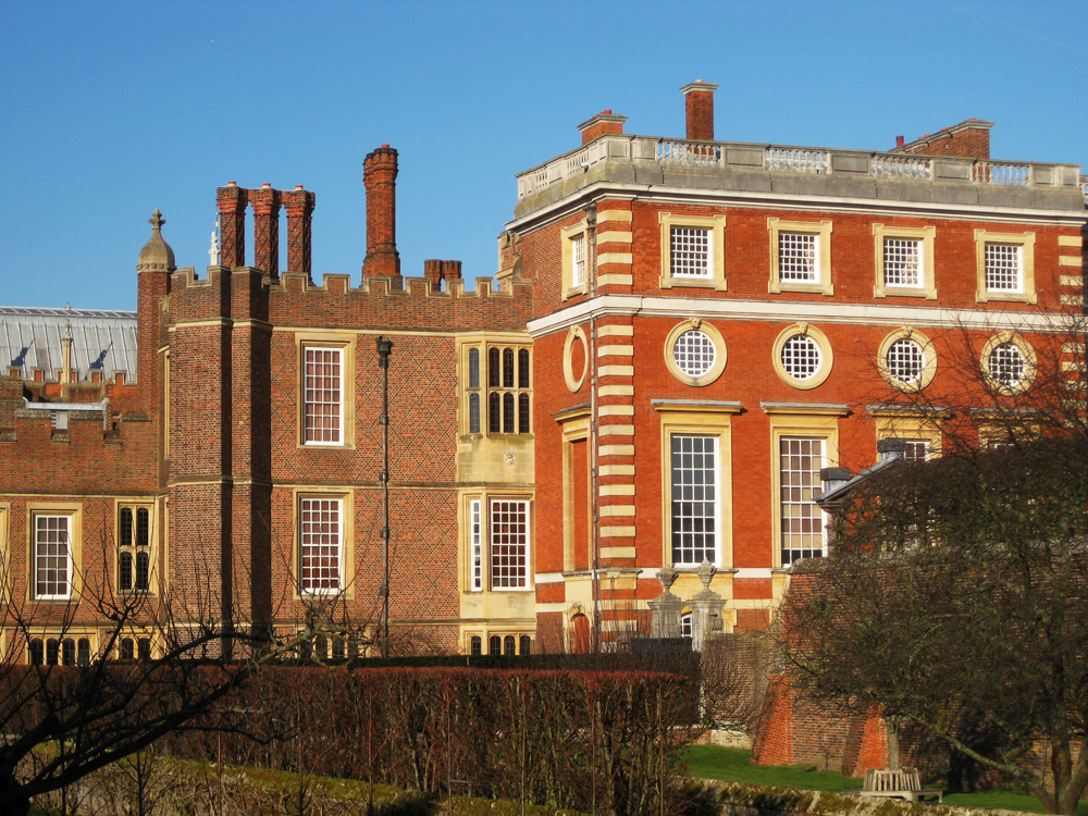 The join in the two Hampton Court palaces